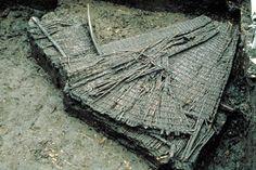 Dit is een Visfuik uit Berschenhoek. Het werd gebruikt in de tijd van de Jagers en Verzamelaars omdat alle vissen hier inzwommen en ze er niet meer uit konden. Het was makkelijk om mee te nemen en daardoor ideaal. Economie: middelen van bestaan.