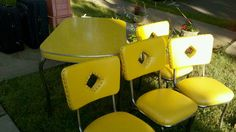 I scored this vintage yellow dinette, complete 4 chairs and the leaf, for $20 at a yard sale. #fleamarkethaul BEST EVER @Country Living Magazine