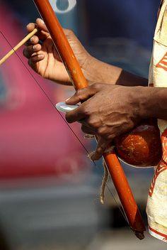 Capoeira de Angola I//La capoeira est un art martial afro-brésilien qui puiserait ses racines dans les techniques de combat et les danses des peuples africains du temps de l'esclavage au Brésil