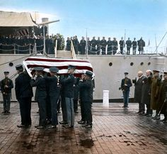 Unkown soldier being taken from USS Olympia (C-6) to lay in state at the Capitol Building November 1921 [867798]