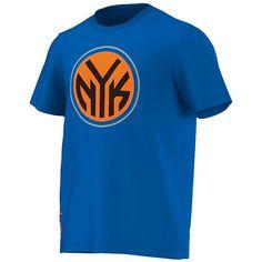 New York Knicks Fanwear T-Shirt    Das New York Knicks Fanwear T-Shirt ist optimal fürs Stadion und für Freizeitaktivitäten geeignet . Mit dem New York Knicks Fanwear T-Shirt aus 100% Baumwolle aus dem Hause adidas bist du der 12 MANN für DEIN Team!    Hersteller: adidas  Team: New York Knicks  Material: 100% Baumwolle...