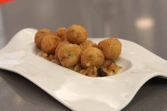 Croquetas de Morcilla con Cebolla Caramelizada Albondigas, Beignets, Canapes, Empanadas, Chorizo, Nom Nom, Eat, Recipes, Food