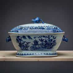 Sopeira em porcelana Chinesa de Cia das Indias do sec.18th, Periodo Qianlong, 35cm, 2,890 USD / 2,540 EUROS / 10,140 REAIS / 18,770 CHINESE YUAN soulcariocantiques.tictail.com