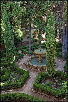 Courtyard Garden by Prue McKettary #landscapingfrontyard