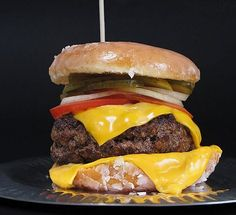 Over The Top Krispy Kreme Donut Burger, aka The Luther Burger. 800 - calories, depending on who makes it and if it has bacon and/or fried egg. Krispy Kreme Burger, Krispy Kreme Glazed Donut, Kfc, Trix Krispies, Luther, Deep Fried Butter, Doughnut Burger, Hamburger Recipes, Bacon Egg