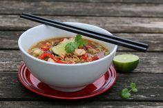 Nudelsuppe med kylling, paprika og kikkoman Chicken Noodle Soup, Frisk, Recipies, Chili, Healthy Recipes, Dinner, Eat, Ethnic Recipes, Food