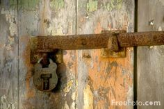 Rusty Door pictures, free use image, 11-32-1 by FreeFoto.