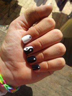 Ying yang nails <3 Great Nails, Cool Nail Art, Simple Nails, Acrylic Nail Shapes, Acrylic Nails, Ying Y Yang, Uñas Diy, Square Nails, Cute Nail Designs