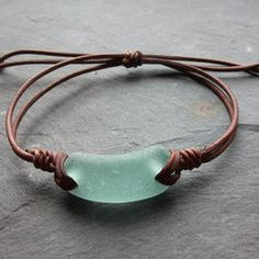 Aqua Sea Glass - Seaglass Leder - Armband Surfer-Beachwear-schottischen Seaglass-Leder-Armband # different Braids for bracelets Aqua Sea Glass Bracelet - Seaglass Leather - Surfers-Beachwear- Scottish Seaglass-Leather Bracelet Sea Glass Crafts, Sea Glass Art, Sea Glass Jewelry, Wire Jewelry, Jewelry Crafts, Jewelery, Jewelry Bracelets, Handmade Jewelry, Beach Jewelry
