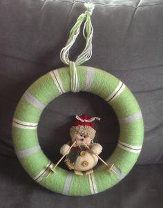 yarn wreat Christmas Ornaments, Holiday Decor, Home Decor, Homemade Home Decor, Christmas Jewelry, Christmas Ornament, Interior Design, Christmas Baubles, Home Interiors