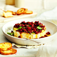 Baked Brie with Sun-Dried Tomatoes and Basil. Brie is quite possibly one of my favorite things ever- Tomato Appetizers, Appetizers For Party, Appetizer Recipes, Appetizer Ideas, Basil Recipes, Yummy Recipes, Buffet, Baked Cheese, Baked Garlic