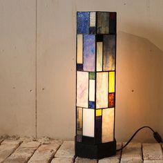 「香川三枝子 ガラス展」より、六角置きランプ。高さは約41cm。 #香川三枝子 #ステンドグラス