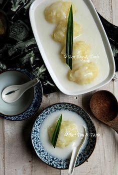 Resep Singkong Thai JTT Indonesian Desserts, Asian Desserts, Indonesian Food, Asian Recipes, Indonesian Recipes, Snack Recipes, Dessert Recipes, Cooking Recipes, Cassava Recipe
