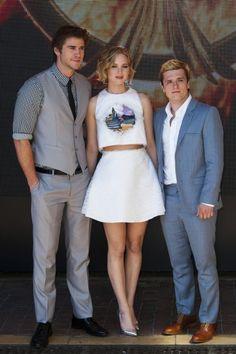 Hier soir, au Festival de Cannes, c'était à la soirée « Hunger Games » qu'il fallait être ! Une fête géante organisée alors que l'ensemble du casting se trouve actuellement en France, en région parisienne, pour le tournage du nouveau film, Jennifer Lawrence, Liam Hemsworth, Josh Hutcherson, Julianne Moore et bien d'autres ont tous fait le déplacement sur la Croisette. http://www.elle.fr/Cannes/News/Cannes-2014-ne-prenez-pas-Jennifer-Lawrence-en-photo-2706004