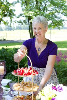 Mennonite Girls Can Cook: Ten Years of Mennonite Girls Can Cook Rhubarb Bars, Cook, Holidays, Canning, Girls, Recipes, Diy, Toddler Girls, Holidays Events