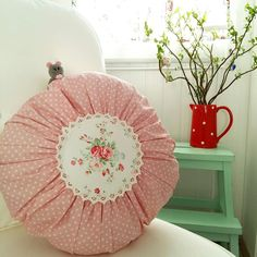Quelle: by @kreateuse ( Instagram ) Round Pillow, Cushions, Pillows, Cath Kidston, Pillowcases, Home Decor Bedroom, Shabby Chic Decor, Country Kitchen, Cottage Style