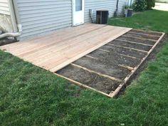 I built a ground-level deck in my back yard Build a de - Terrasse Jardin jardin palette Patio Diy, Dyi Deck, Pallet Patio Decks, Easy Deck, Diy Porch, Backyard Patio Designs, Backyard Deck Ideas On A Budget, Flat Deck Ideas, 2 Level Deck Ideas