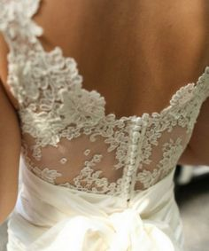 Get Ready To Design Your Own Vintage Lace Wedding Dress Online!