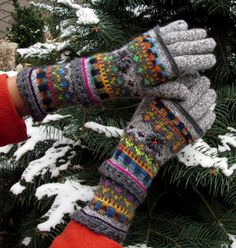 "Fair Isle gloves and mittens, ""Four Seasons - End of Laziness "" by Dom Klary… Crochet Mittens, Crochet Gloves, Knitted Hats, Knit Crochet, Fair Isle Knitting, Knitting Socks, Knitting Projects, Knitting Patterns, Wool Gloves"