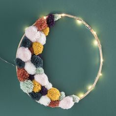 DIY cercle pompons lune lumineux