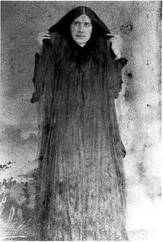 Sabemos que en tiempos antiguos las mujeres acostumbraban a tener una larga cabellera, era muy común en esa época por todo el tema de los sofisticados peinados que se usaban. Cuentan por ahí que en el sigo XIX en Nueva York existieron siete hermanas, las cuales se hicieron muy famosas por sus largas cabelleras. Las …