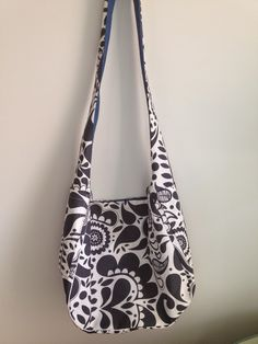 How to make a reversible hobo bag by TwoCreativeWomen