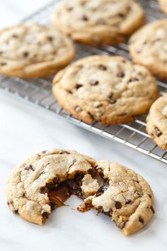 Stuffed Peanut Butter Cup Chocolate Chip Cookies - As if chocolate chip cookies weren't fab enough on their own. these are stuffed with dark chocolate peanut butter cups (heck yes! Party Desserts, Just Desserts, Delicious Desserts, Yummy Food, Tasty, Chocolate Chip Cookies, Chocolate Peanut Butter Cups, Chocolate Chips, Baking Recipes