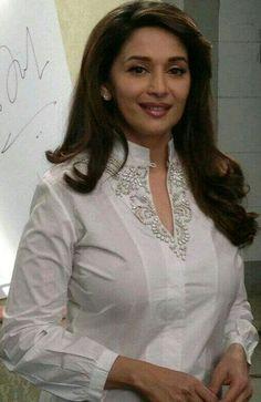 Madhuri dixit Beautiful Girl Indian, Most Beautiful Indian Actress, Beautiful Hijab, Beautiful Actresses, Beauty Full Girl, Beauty Women, Bollywood Celebrities, Bollywood Actress, Madhuri Dixit Saree