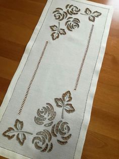 Image gallery – Page 549861435752528239 – Artofit Tambour Embroidery, Embroidery Alphabet, Embroidery Works, Embroidery Transfers, Ribbon Embroidery, Machine Embroidery, Border Embroidery Designs, Embroidery Patterns, Cutwork Saree