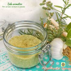 Sale aromatico per arrosti verdure e patate Jar Gifts, Food Gifts, Baking Basics, Aromatic Herbs, Cooking Recipes, Healthy Recipes, Homemade Sauce, Green Life, Base Foods