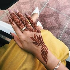 51 Fascinating Karwa Chauth Mehndi Designs For Newlywed Brides - Henna Henna Hand Designs, Tribal Henna Designs, Modern Henna Designs, Mehndi Designs Finger, Mehndi Designs For Girls, Arabic Henna Designs, Mehndi Designs 2018, Mehndi Designs For Fingers, Stylish Mehndi Designs
