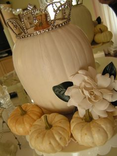 I love fall weddings, especially done with all white pumpkins. This is so chic and so sweet and so mature all at the same time. SOO PRETTY!