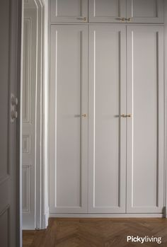 Wardrobe Laminate Design, Wardrobe Door Designs, Wardrobe Design Bedroom, Modern Wardrobe, Wardrobe Doors, Built In Wardrobe, Closet Bedroom, Small Wardrobe, Sliding Wardrobe