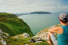 Partez en randonnée jusqu'au sommet du Great Orme !   #greatorme #paysdegalles #wales #alainntours #greatorme #hiking #moutains Wales Coastal Path, Visit Wales, Station Balnéaire, Parc National, Paths, Nature, Travel, Zip Lining, Wales