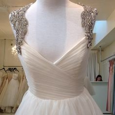 Hayley Paige Ivory English Net/Tulle Carrie 6350 Modern Dress Size 8 (M)