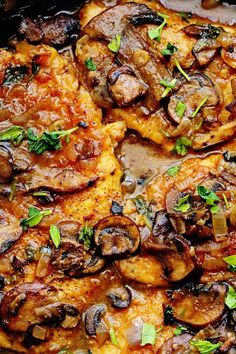 Looking for healthy chicken recipes? Try this Healthy Chicken Marsala. This deliciously satisfying skinny chicken marsala from SkinnyTaste is lightene. Clean Eating, Healthy Eating, Breakfast Healthy, Healthy Dinner Recipes, Cooking Recipes, Healthy Ground Chicken Recipes, Healthy Mushroom Recipes, Skinny Chicken Recipes, Healthy Meals