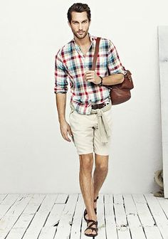 チェックシャツ×チノショーツの着こなし(メンズ) | Italy Web