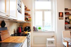 Small Kitchen Decluttered