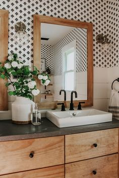 Design, motivation, and DIY some ideas for renovationing your master bathroom on a tight budget. Awesome DIY home projects, inspiration for your home, and cheap renovationing a few ideas for the master bathroom. Bad Inspiration, Bathroom Inspiration, Home Decor Inspiration, Decor Ideas, Bathroom Renovations, Home Remodeling, Decorating Bathrooms, Remodel Bathroom, Decorating Tips