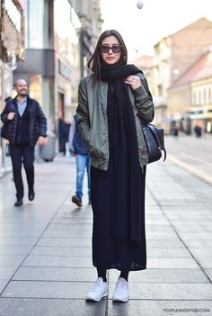 45 Warm Bomber Jacket Outfits that'll make the winter Cozy Bomber jacket outfits ideas are among best ways to give new breeze to your dresses and winterize your summer clothes. The jacket instantly adds an attitude Iranian Women Fashion, Muslim Fashion, Modest Fashion, Abaya Fashion, Winter Fashion Outfits, Look Fashion, Casual Outfits, Womens Fashion, Fashion Trends