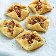 Bladerdeeg hapjes met ham en kaas - Leuke recepten Best Picture For pastry pizza For Your Taste You are looking for something, and it is going to tell Recipes Appetizers And Snacks, Snacks Für Party, Finger Food Appetizers, Easy Snacks, Snack Recipes, Easy Meals, High Tea, Food Inspiration, Love Food