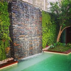 Most popular small backyard landscaping ideas with pool - Installing a pool will enhance your backyards look Backyard Pool Designs, Small Backyard Landscaping, Swimming Pool Designs, Landscaping Ideas, Backyard Ideas, Garden Ideas, Pool Water Features, Water Features In The Garden, Water Wall Fountain