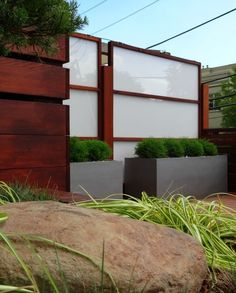 Fence Me In: Planning, Materials, Design and Maintenance Tips on DIY Backyard Borders, Craig Jenkins-Sutton