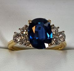LADIES 18K GOLD ESTATE 3.58 CARAT BLUE SAPPHIRE AND DIAMOND RING