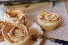 Falta menos de dos semanas para celebrar el día de la madre y hoy os traigo una idea para sorprender a mamá. Una receta que os encantará: rosas de hojaldre y manzana. No sólo es bonita, también est…