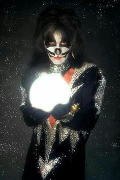 Peter Criss in Destroyer / Rock and Roll Over Era Costume Kiss Rock Bands, Kiss Band, Rap, Grunge, Vinnie Vincent, Eric Carr, Vintage Kiss, Peter Criss, Kiss Pictures