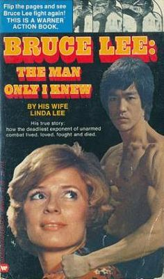 1975 - Linda Lee's first definitive book on her late Husband Bruce Lee. I have my own worn out copy, and I 'd never sell it. A great read by a great mother to Brandon and Shannon Lee. Bruce Lee Master, Bruce Lee Family, Bruce Lee Books, Bruce Lee Shirt, Bruce Lee Martial Arts, Love Fight, Bruce Lee Photos, Ju Jitsu, Brandon Lee