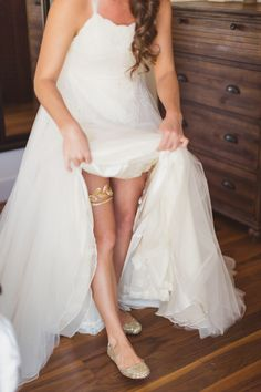 gold leaf garter Photography: Snapmotive Read More: http://www.stylemepretty.com/california-weddings/2014/05/19/rustic-celebration-in-san-luis-obispo/