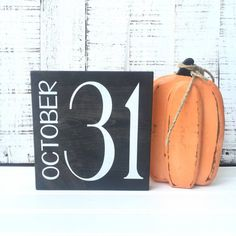 October 31 Sign / Hand Painted Sign  This chic hand painted Halloween sign is…