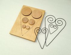 Drátovací FORMA - velké SRDCE+ 2 menší... Wire hearts,and a picture of the jig used to make 3 different sizes!